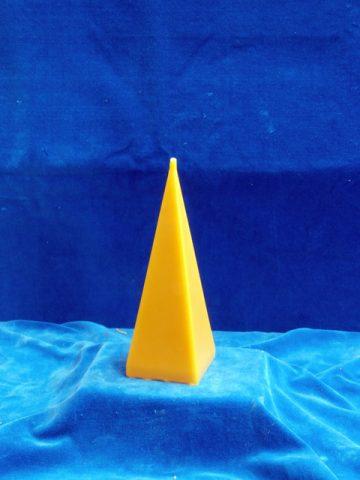 4eckpyramide-gross